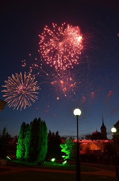 Фейерверк на площади Старый Торг в Калуге