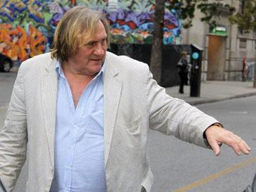 Жерар Депардье (Gérard Depardieu) не смог дождаться открытия туалета в самолете