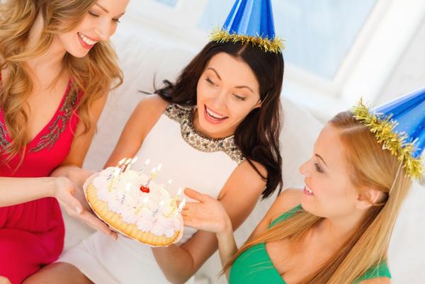 Как поздравить подругу с днем рождения