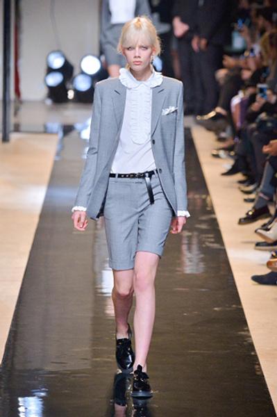 Неделя моды в Париже: показы Alexander McQueen и Paul & Joe ready-to-wear осень — зима 2015-2016   галерея [2] фото [6]