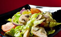 Рецепт курино-грибного салата с различными добавками
