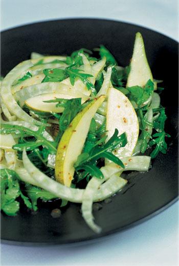 Салат из рукколы, фенхеля, водяного кресса и груши