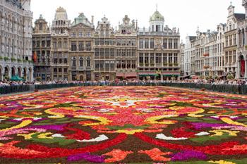 Цветочный ковер на площади в Брюсселе