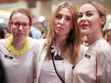 Ксения Собчак, Светлана Бондарчук и Ульяна Сергеенко на благотворительной распродаже в ЦУМе