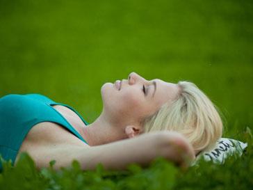 Ученые советуют засыпать на спине