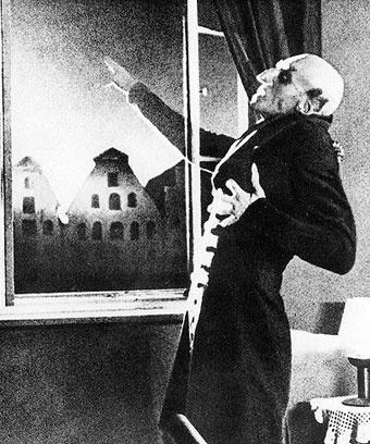 """Кадр из фильма """"Носферату: симфония ужаса"""", 1922 год"""
