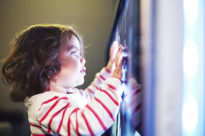 Сколько времени ребенку можно смотреть телевизор