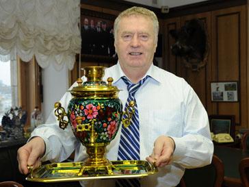 Владимир Жириновский выставил самовар на аукцион