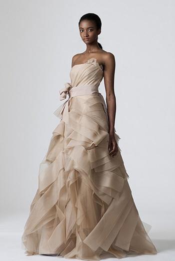 Платье цвета топленого молока из весенней коллекции.