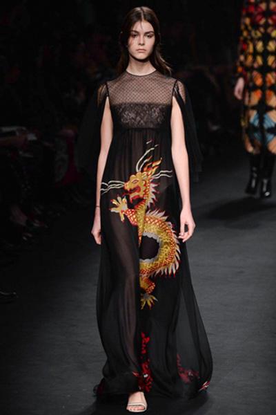 Неделя моды в Париже: показ Valentino ready-to-wear осень — зима 2015-2016 | галерея [1] фото [12]