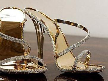 Туфли из чистого золота украшены 2,2 тыс. бриллиантами