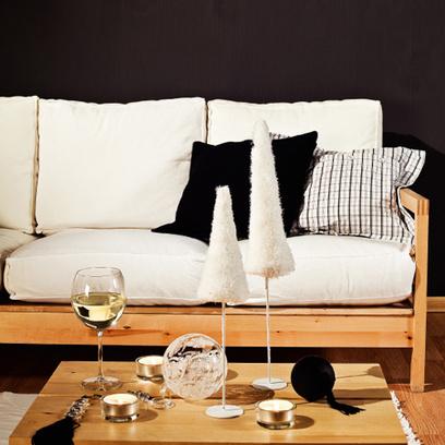 Тепло и уют эта гостиная-столовая приобрела за счет выбранных дизайнером предметов обстановки.
