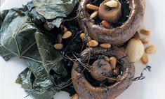 Тосты с грибами, запеченными в виноградных листьях