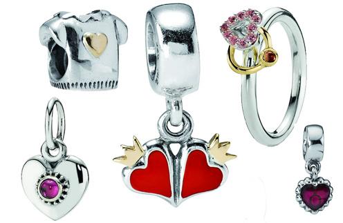 При покупке украшений Pandora от 6 и 12 тыс. рублей - подарки!