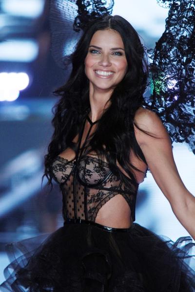 В Лондоне прошло Victoria's Secret Fashion Show