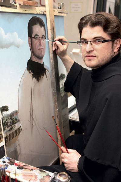 Францисканский монах Кристинел пишет автопортрет.