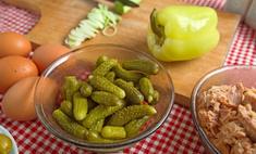 Лучшие рецепты салатов с солеными огурцами