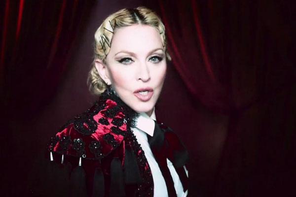 Мадонна в жакете Ulyana Sergeenko Couture