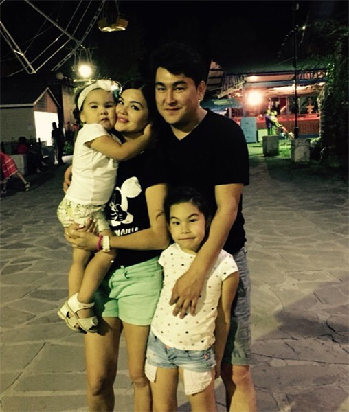 Азамат Мусагалиев с семьей