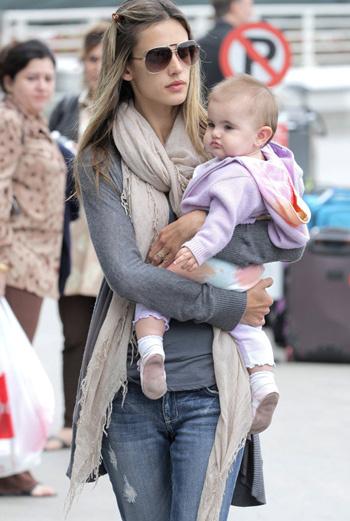 Алессандра Амброзио с дочкой