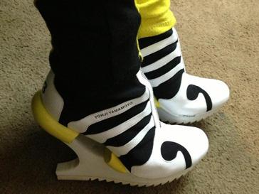 Катя Ли не может пройти мимо оригинальной пары обуви
