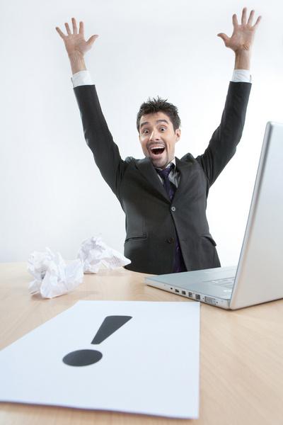 В ваш последний рабочий день работодатель обязан вернуть вам трудовую книжку.