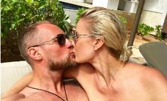 Горячо: страстный поцелуй Летучей с женихом