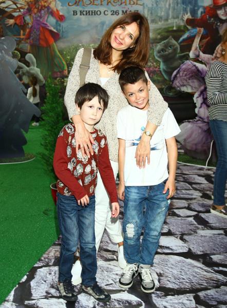 Екатерина Климова с сыновьями Матвеем и Корнеем