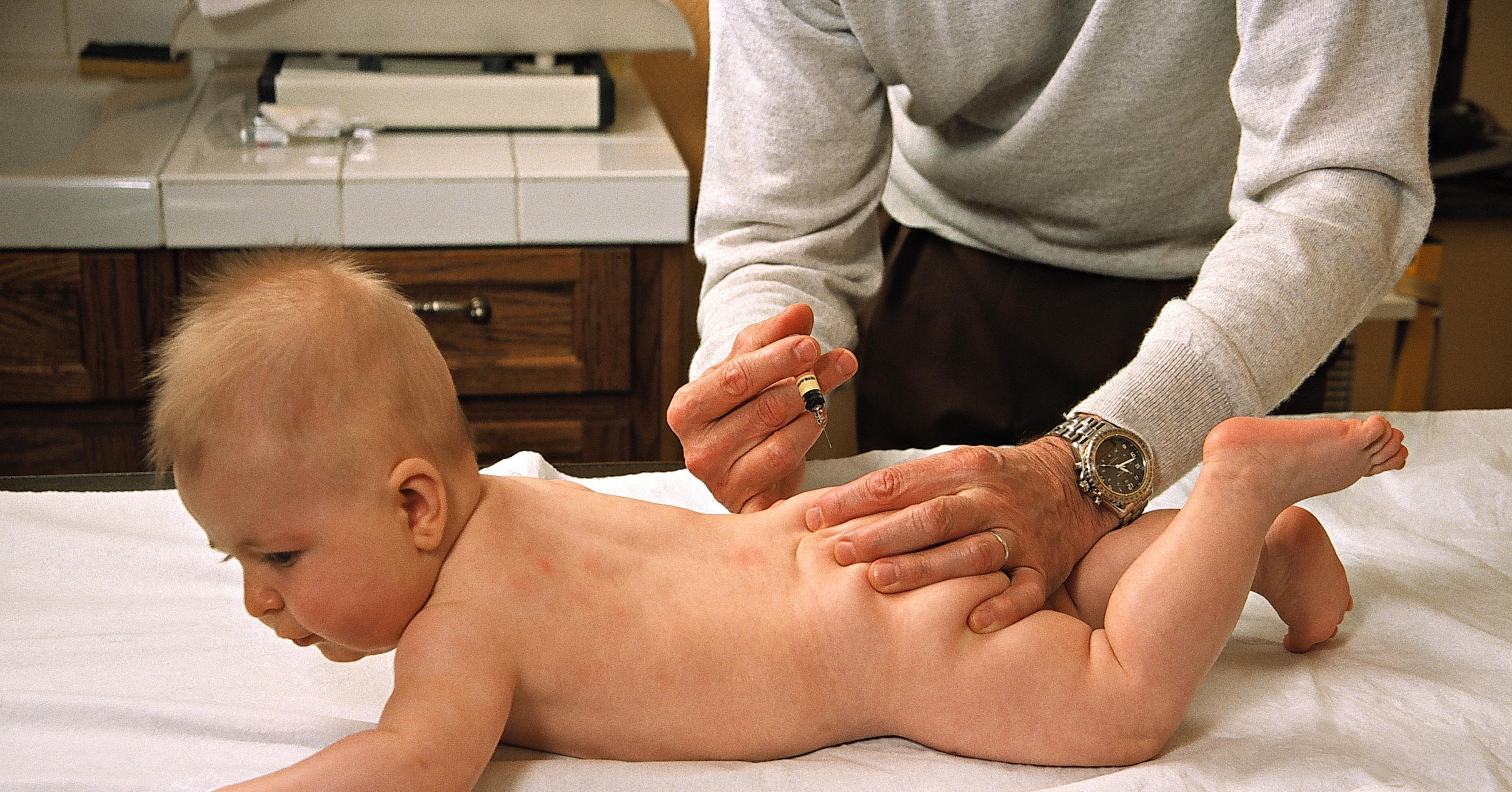 Детям уколы в ягодицу фото ребенку