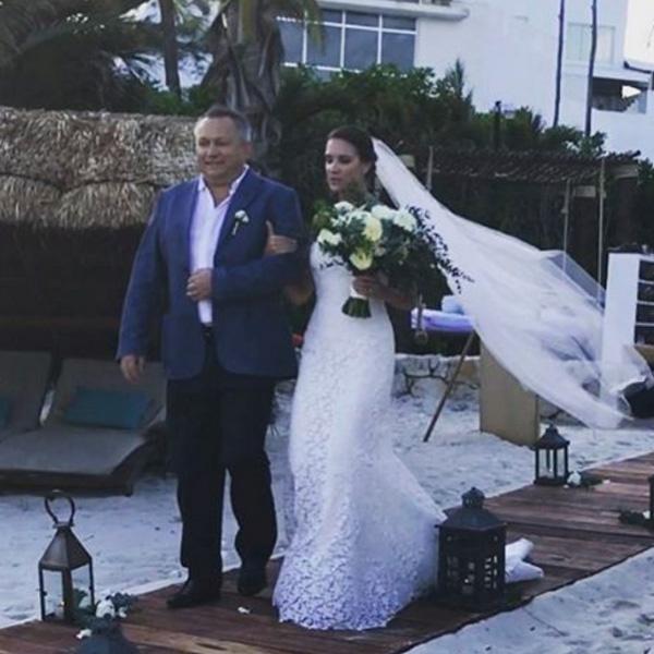 Кира Пластинина иееамериканский возлюбленный сыграли свадьбу вМексике