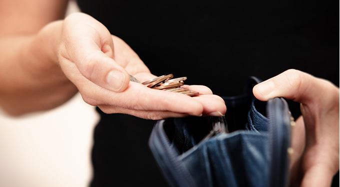 (Не) в деньгах счастье: экономить или тратить