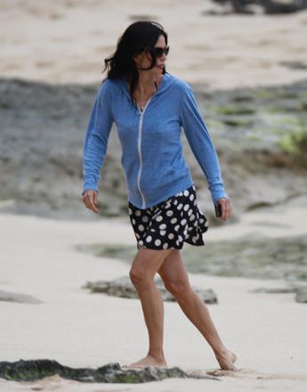 Американская актриса Кортни Басс Кокс, наиболее известная по ролям Моники Геллер в ситкоме «Друзья» и репортёра Гэйл Уэзерс в квадрологии триллеров «Крик 1, 2, 3 и 4».