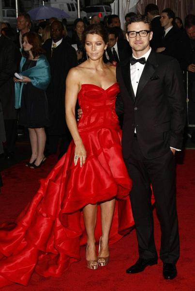Джессика Бил (в Atelier Versace) и Джастин Тимберлейк