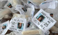Наркоторговцы поместили на упаковках с кокаином фото Эми Уайнхаус