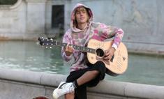 Сладкая парочка: Бибер спел серенаду Хейли на улице Лондона