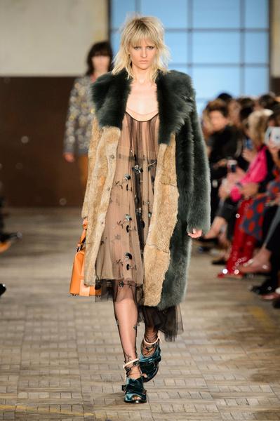 Самые красивые образы Недели моды в Милане | галерея [1] фото [14]