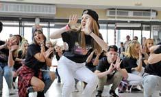 Танцы в торговых центрах: флешмоб от пермяков