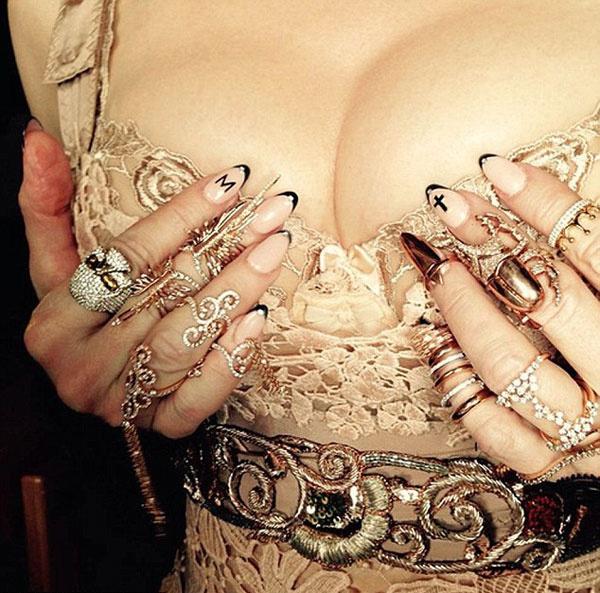 Мадонне не дают покоя ее прелести