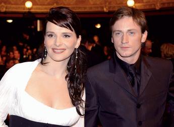 Жюльетт Бинош (43 года) и Бенуа Мажимель (33 года) - разница 10 лет