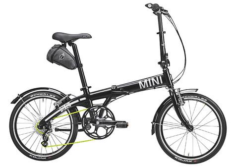Мой черный велосипед MINI. Когда в Москве тепло, я катаюсь на нем почти каждый день.