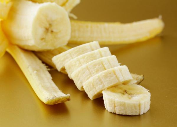 Рецепты банановых масок для волос и лица