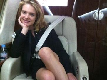 Наталья Водянова отправилась в париж вместе с Ксенией Собчак.