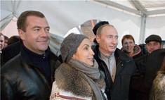 Владимира Путина россияне предпочли Дмитрию Медведеву