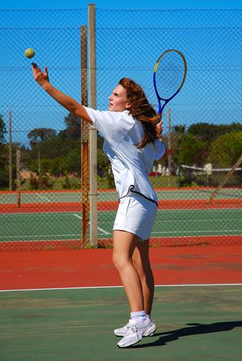 Важная составляющая экипировки теннисиста – качественные кроссовки.