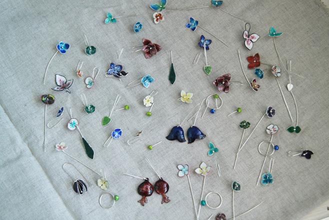 Серьги и броши Lost & found jewelry