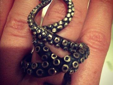 Ксения Собчак показала необычное кольцо