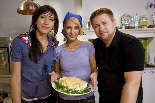 Первый гость шоу Елена Борщева, ведущая Лера и шеф-повар кулинарной передачи «Ешь и худей» Алексей.