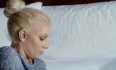 Бритни Спирс сделала макияж и прическу в стиле 60-х