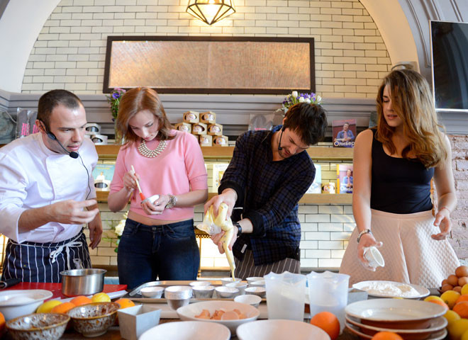Данила Козловский испек кексы для детей-аутистов