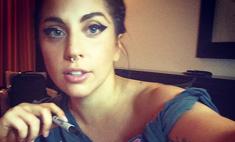 Мама монстров: Леди Гага сделала тату в честь фанатов